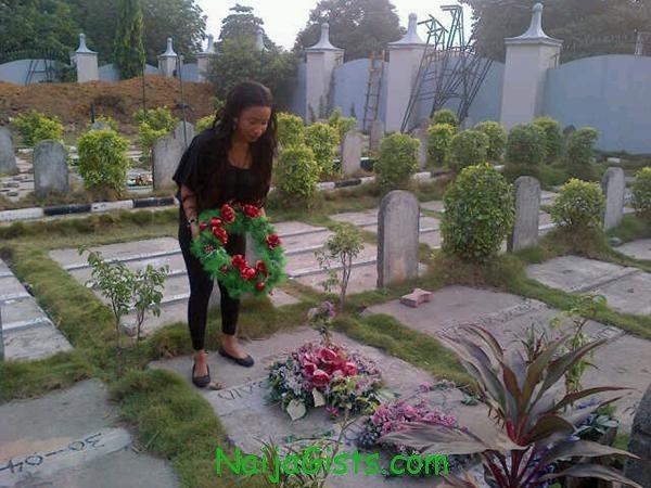 tonto dikeh at dagrin cemetery