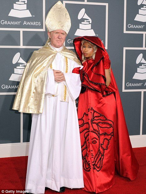 nicki minaj grammy 2012 dressing
