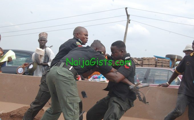 Nigerian Policemen fighting