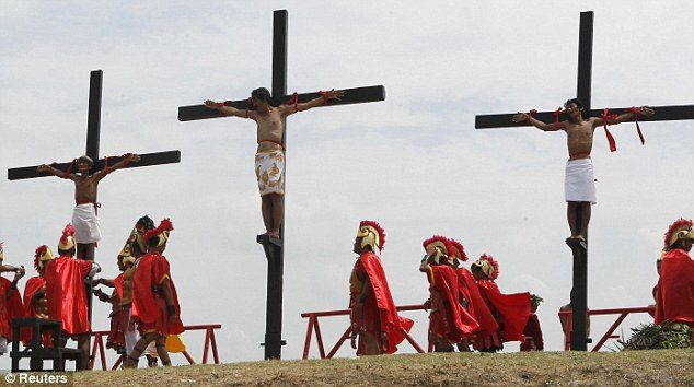 Christians Nailed to Crosses in Philippines on Good Friday