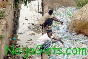 nigerians defecate openly