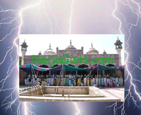 lightning kills bangladesh mosque