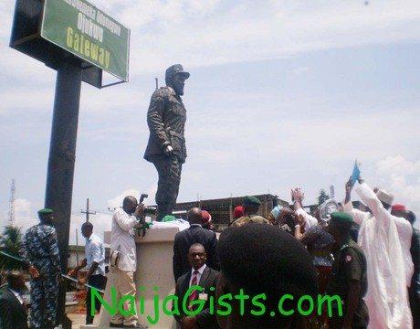 ojukwu statue