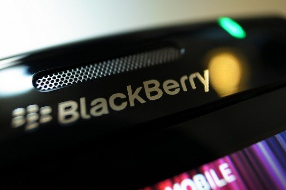 lady steal blackberry