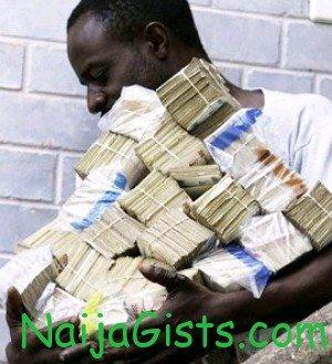 nigerian man arrested dollars lagos airport