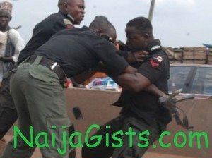 nigerian policemen fighting bribe abuja
