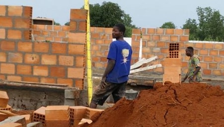 contractor kill bricklayer missing bag cements benin city