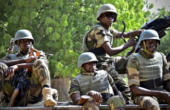 nigerian soldiers kill 2 suicide bombers