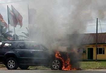 thugs burn politician suv pdp secretariat