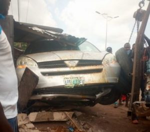 car crashes into shop owerri