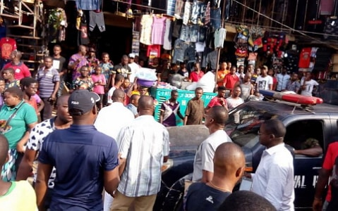 400 nigerian traders shops closed ghana
