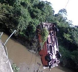 car falls river lagos ore expressway