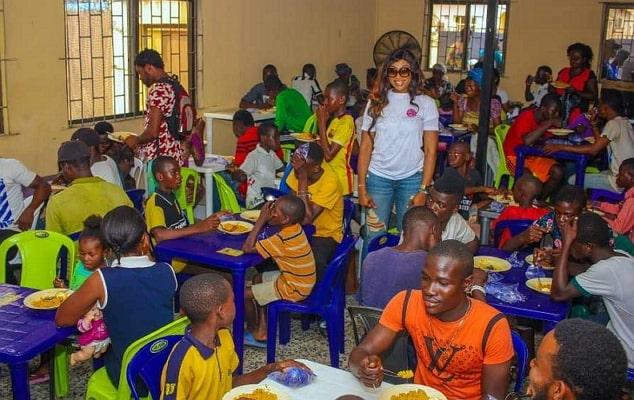 ebube nwagbo feeds the hungry