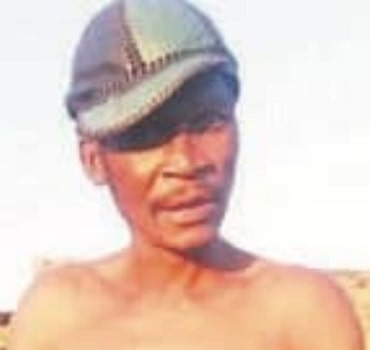 man runs mad stealing native doctor money