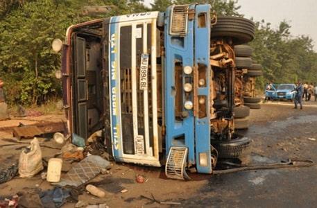 speeding trailer crashes truck onitsha anambra