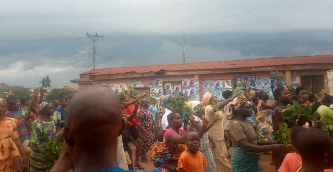 residents chased king out of palace