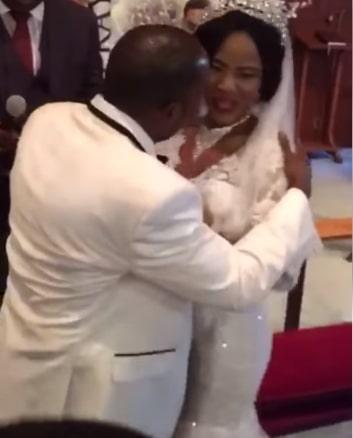bride refuses kiss groom