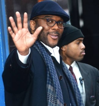 tyler perry pays off christmas layaway walmart stores atlanta