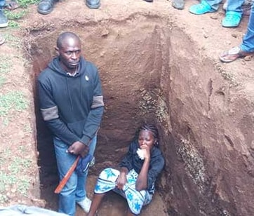 wife jumps into husband grave prevent buria