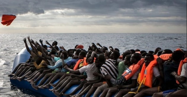 migrants boat sinks tunisia