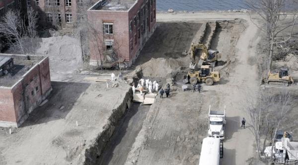 new york buries dead coronavirus victims mass graves