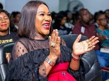 sumbo adeoye delivers baby